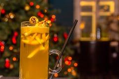 玻璃被仔细考虑的酒 免版税图库摄影