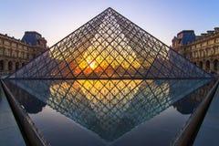 玻璃金字塔日落 图库摄影