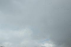 玻璃雨珠 悲伤哀痛幽暗秋天 免版税图库摄影