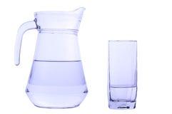 玻璃水瓶和玻璃用水 库存照片