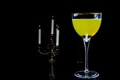 玻璃黄色蜡烛 免版税库存照片