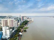 瓜亚基尔市鸟瞰图  库存图片