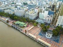 瓜亚基尔市鸟瞰图  免版税库存图片