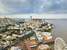 瓜亚基尔市鸟瞰图  免版税图库摄影