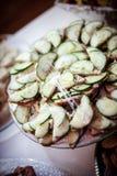 黄瓜准备服务沙拉的开胃菜准备和 库存照片