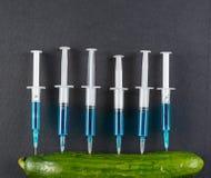 黄瓜和注射器 库存图片