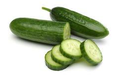 黄瓜和黄瓜切片 免版税库存图片