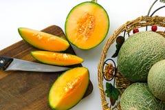 瓜庄稼与绿色吠声和橙色中间的 库存照片