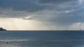 瓜德罗普,在海和天空之间的全景 免版税库存图片