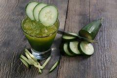 黄瓜新鲜的汁 免版税库存图片