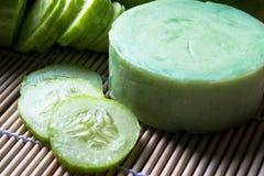 从黄瓜的手工制造肥皂 库存图片