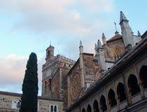 瓜达卢佩河圣玛丽亚皇家修道院的庭院在瓜达卢佩河 西班牙 免版税库存图片