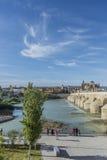 瓜达尔基维尔河河在科多巴,安大路西亚,西班牙 免版税库存图片