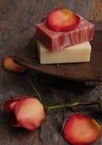 瓣玫瑰色肥皂 免版税图库摄影