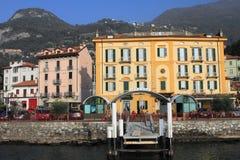 瓦伦纳,意大利湖边视图  库存图片