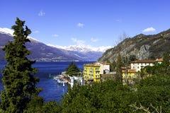 瓦伦纳, Lecco湖,鸟瞰图 颜色女儿图象母亲二 库存图片