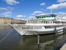 瓦列里Bryusov 马达船 免版税库存照片