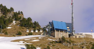 瓦勒de nuria山区度假村滑雪基地推力4k西班牙 股票视频