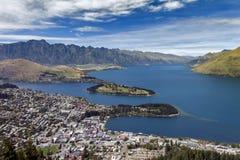 瓦卡蒂普湖和昆斯敦,新西兰的南岛Arial视图  免版税库存图片