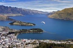 瓦卡蒂普湖和昆斯敦,新西兰的南岛Arial视图  图库摄影
