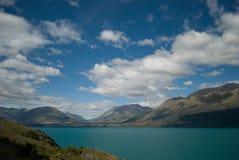 瓦卡蒂普湖, Glenorchy昆斯敦路,新西兰风景看法  免版税图库摄影