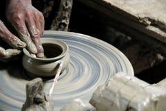 瓦器工艺轮子陶瓷黏土陶瓷工 免版税库存照片