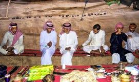瓦地伦沙漠约旦2017年9月17日在地方咖啡馆,在旱谷兰姆酒沙漠中间,漫步thro的所有流浪者 免版税库存照片