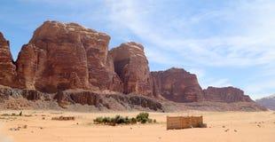 瓦地伦沙漠--南约旦对亚喀巴东部的60 km  免版税库存照片