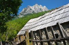 瓦尔博纳谷在阿尔巴尼亚阿尔卑斯 免版税库存照片