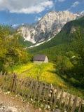 瓦尔博纳谷在阿尔巴尼亚阿尔卑斯 免版税库存图片