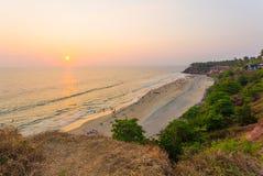 瓦尔卡拉海滩峭壁海洋日落天际H 免版税库存图片