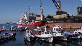 瓦尔帕莱索口岸货物和渔船 影视素材