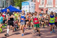 瓦尔纳保加利亚5月07日2017国际连续马拉松 库存照片