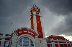 瓦尔纳市火车站大厦 库存照片