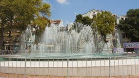 瓦尔纳,保加利亚- 2015年8月14日:在独立squa的喷泉 库存图片