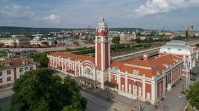 瓦尔纳,保加利亚- 2017年6月17日:瓦尔纳中央火车站全视图,保加利亚的海首都 免版税库存照片