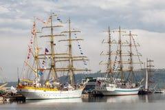 瓦尔纳,保加利亚- 2014年4月30日:瓦尔纳是有名望的国际海事件的主人第二次 库存照片