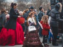 瓦尔纳,保加利亚- 2016年3月26日:被打扮的春天狂欢节 库存照片
