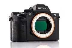 瓦尔纳,保加利亚- 2月02,2017 :阿尔法a7R II Mirrorless照相机 免版税库存照片