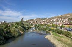 瓦尔达尔河河在Veles市马其顿 免版税库存照片