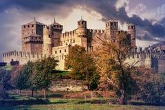 瓦尔d `奥斯塔美丽的印象深刻的城堡在意大利-卡斯特尔 免版税图库摄影