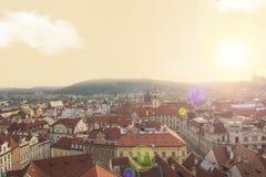 瓦屋顶美丽的景色在布拉格的历史的区,捷克 库存图片