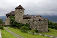 瓦杜兹城堡的侧向看法在列支敦士登 库存照片