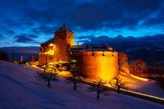 瓦杜兹,日落的列支敦士登-普遍的地标有启发性城堡在晚上 免版税库存图片
