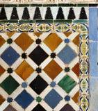 瓦片和雕刻在阿尔罕布拉宫,格拉纳达,西班牙 免版税库存照片