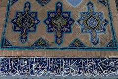 瓦片工作在Kabud清真寺 免版税图库摄影