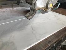 瓦片建筑的陶瓷刀具机器 免版税图库摄影