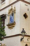 瓦片的圣母玛丽亚和耶稣 免版税库存图片