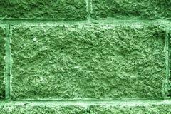 瓦片砖墙被遮蔽的云杉的抽象背景  石墙纹理表面  免版税库存照片