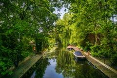 瓦瑟讷尔运河和小船 免版税库存照片